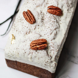 Pecan nuts vanilla cake