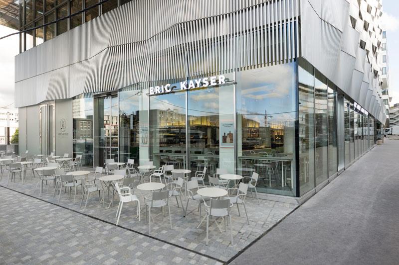 Boulangerie Eric Kayser Austerlitz Vue de l'Extérieur et terrasse