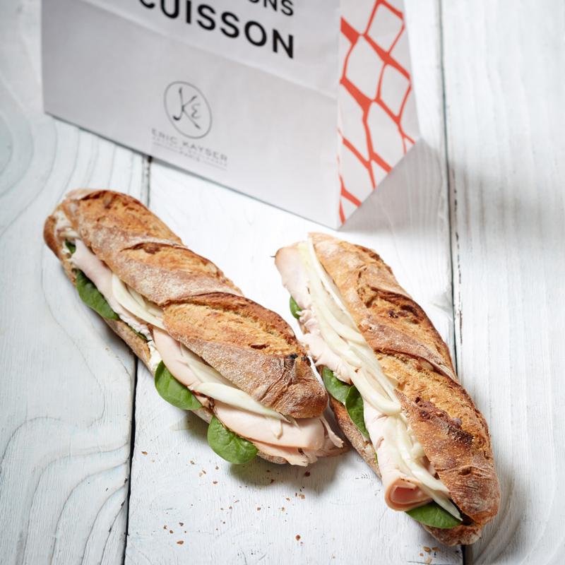 Sandwich Thanksgiving à la dinde, fenouil frais et pousses d'épinard