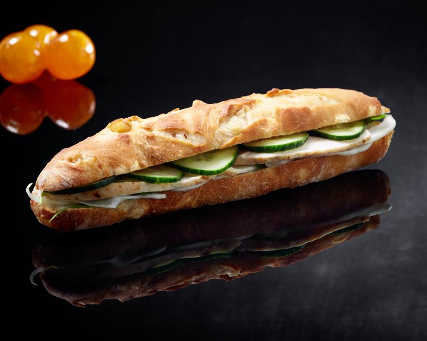 Sandwich au poulet, fenouil, concombre, roquette et sauce soja; sandwich du mois de février 2019