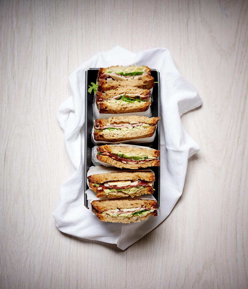 Sandwich tourte à la crème d'artichaut, coppa, grana padano et roquette ; Sandwich du mois d'avril 2019.