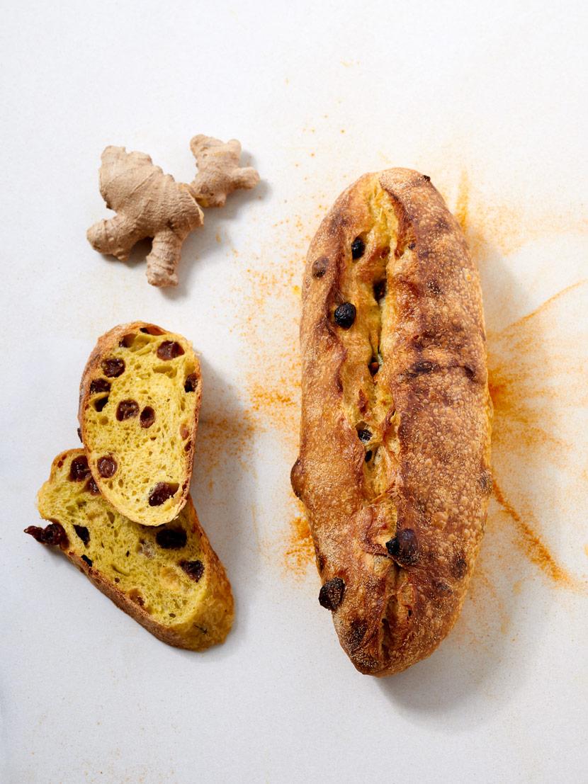Pain aux raisins, gingembre et curcuma. Pain du mois de mai 2019.