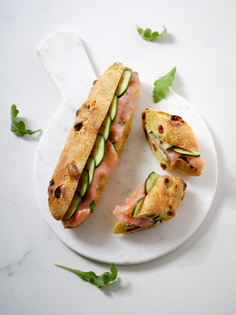 Sandwich au saumon fumé, concombre et à la roquette. Sandwich du mois de mai 2019.