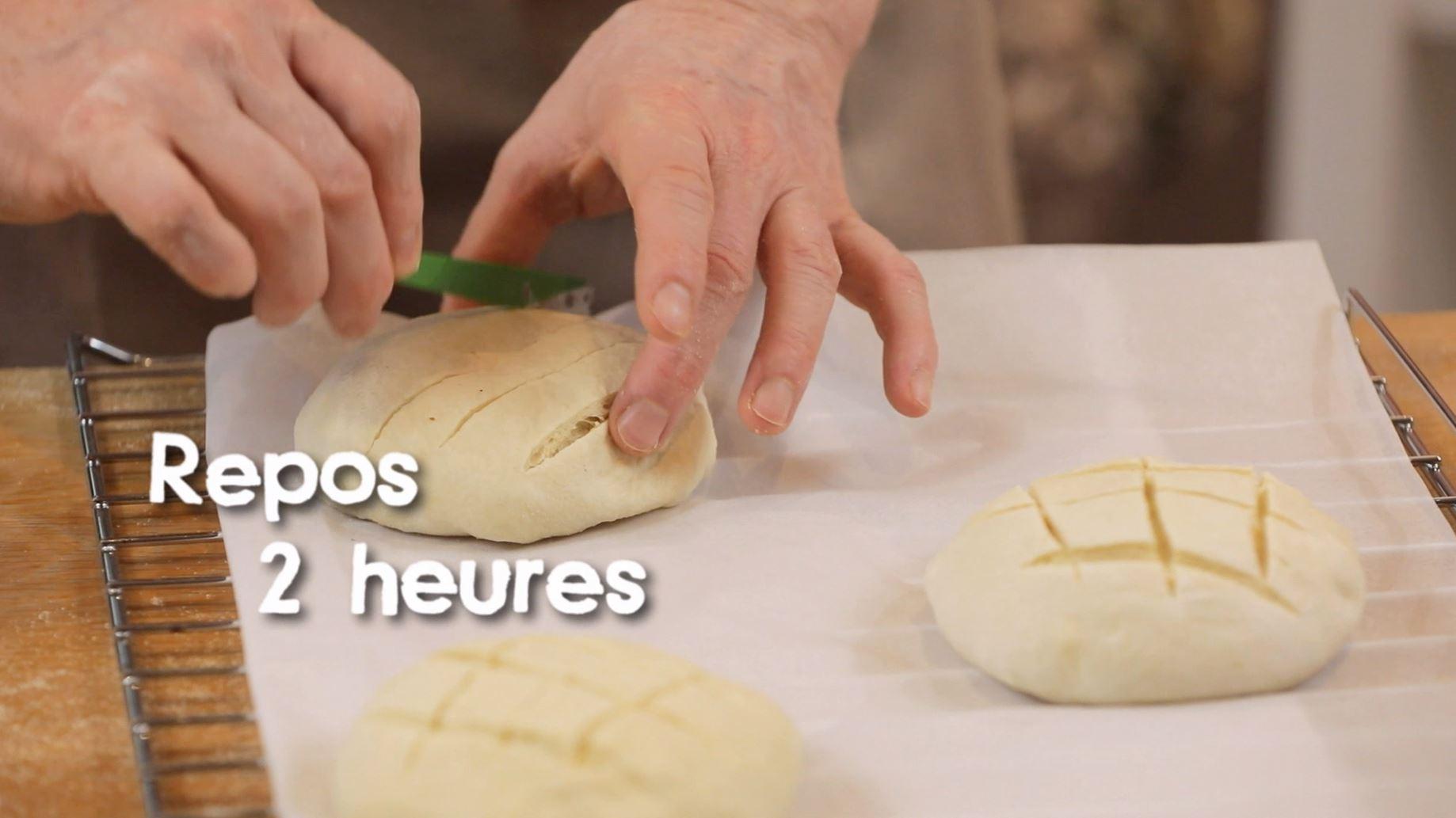 Recette filmée du pain Emkek