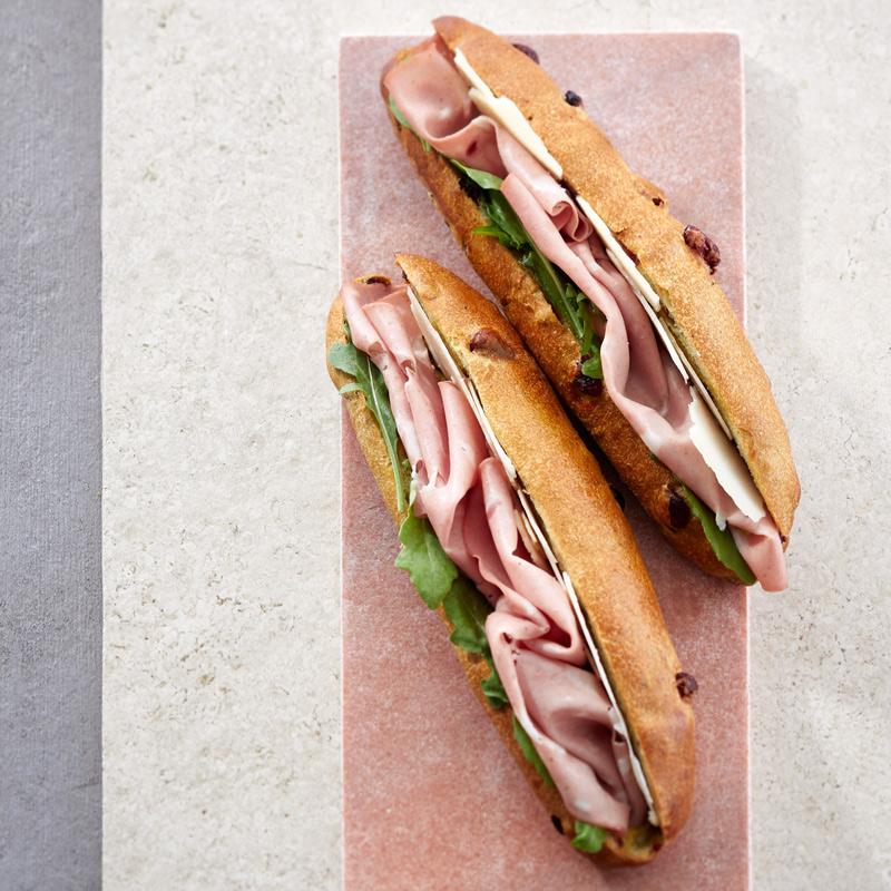 Sandwich mortadelle et moutarde