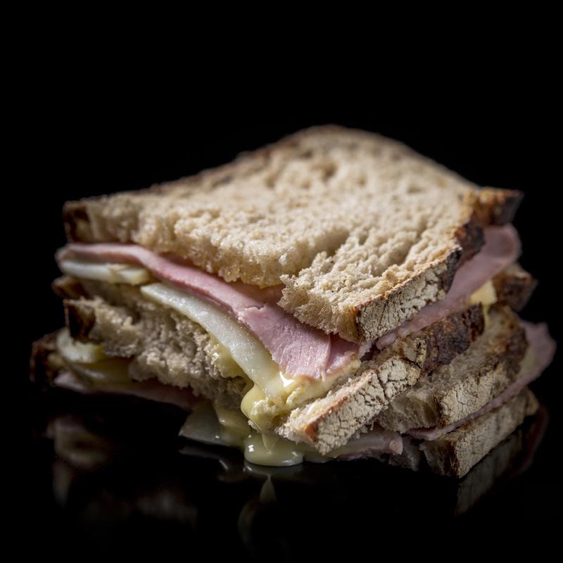 Sandwich Reblochon, Jambon, Pommes de terre. Le Montagnard par Maison Kayser