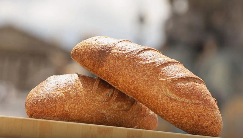 Deux pains complets réalisés grâce à la recette d'Eric Kayser