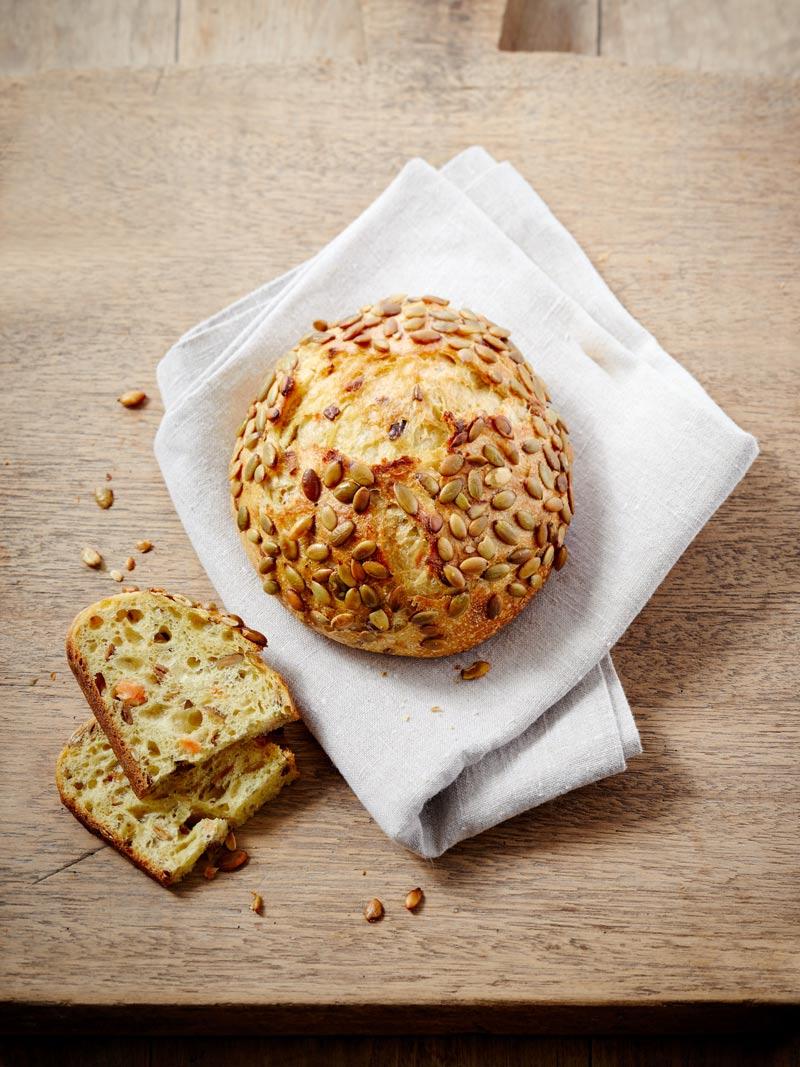 Pain d'octobre, graines de courge et patates douce - La Maison Kayser